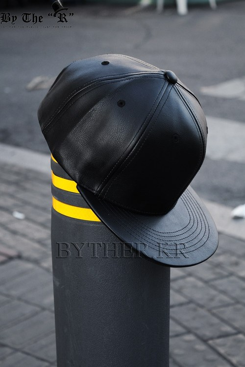 ByTheR 6-Panel 레더 스냅백