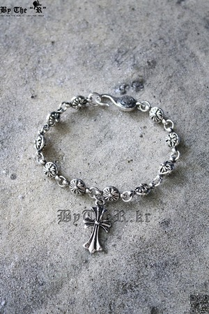 ByTheR Metal cross bracelet